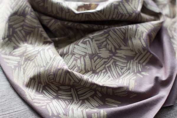 Wholesale - Neutral grey bamboo scarf with hand-printed gold Brushstrokes pattern MES-020