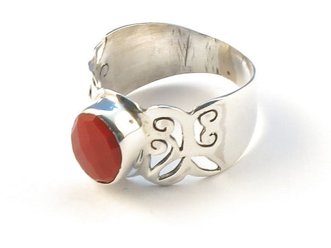 Design 112971 One-Of-A-Kind Oval Red Stone .925 Sterling Silver Jewelry Ring Size 8