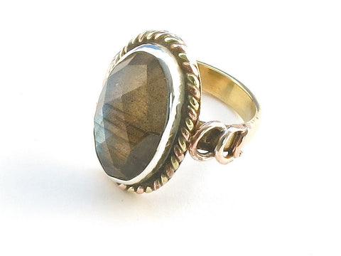 Design 114383 Handcrafted Oval Labradorite .925 Sterling Silver Jewelry Ring Size 5