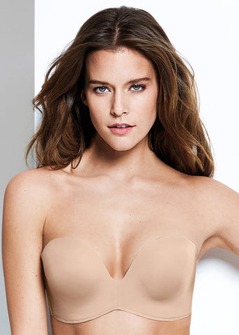 Model in Wonderbra Ultimate Strapless Light Nude