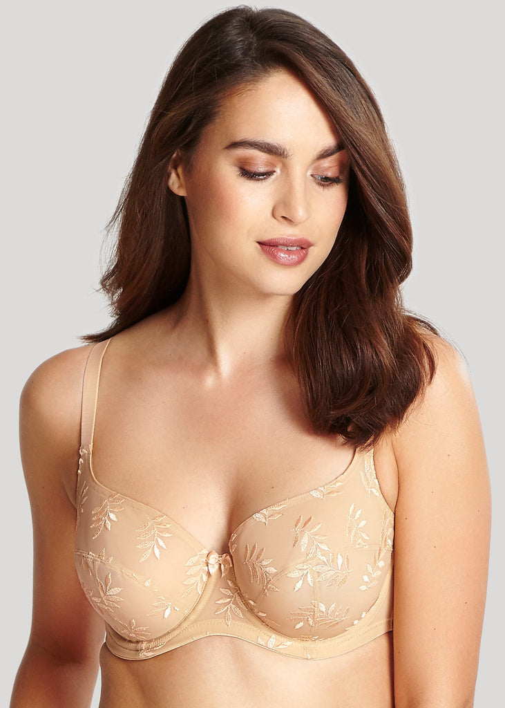 Model in Panache Tango Balconette BH Light Nude