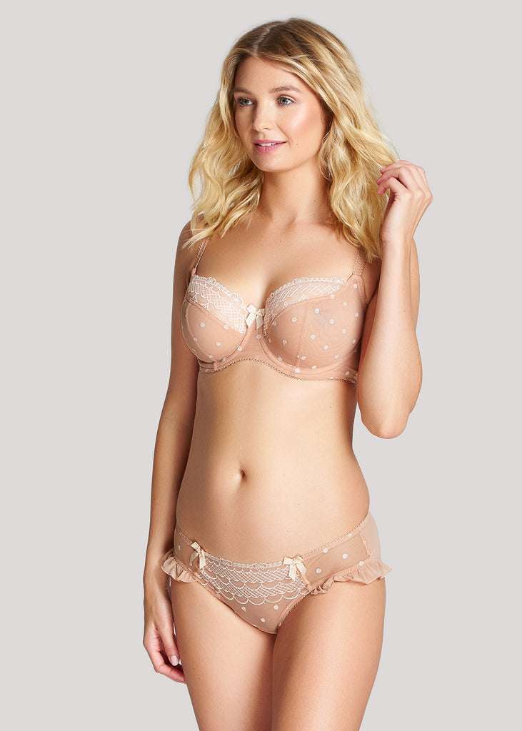 Model in Cleo by Panache Marcie setje light nude