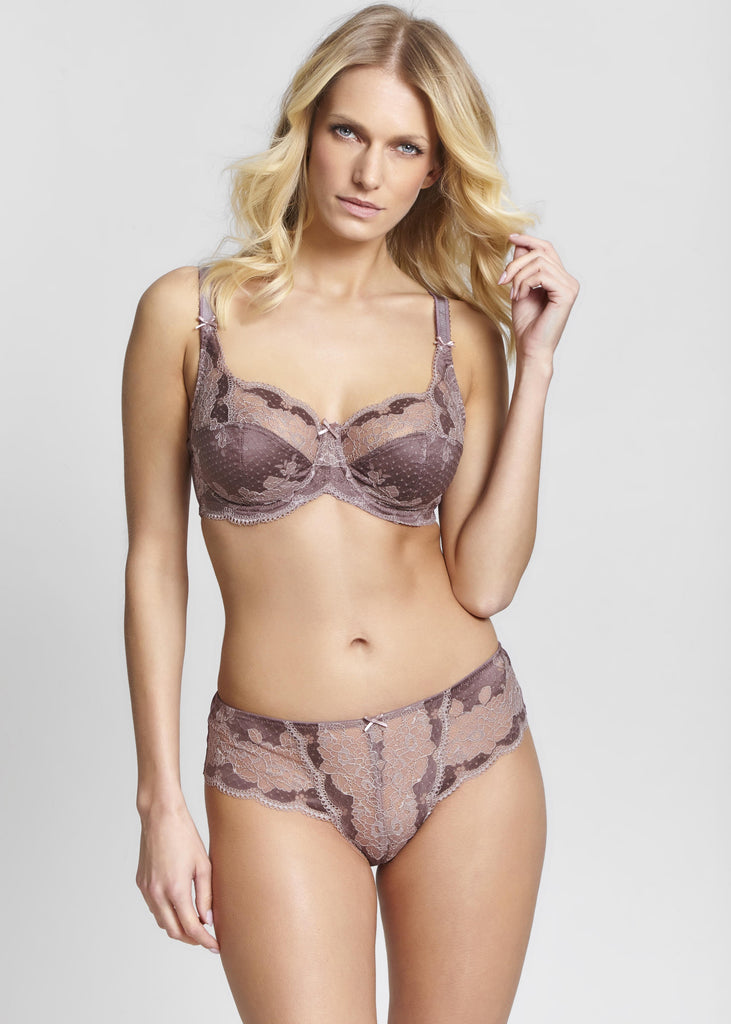 Model in Panache Clara Broekje Praline