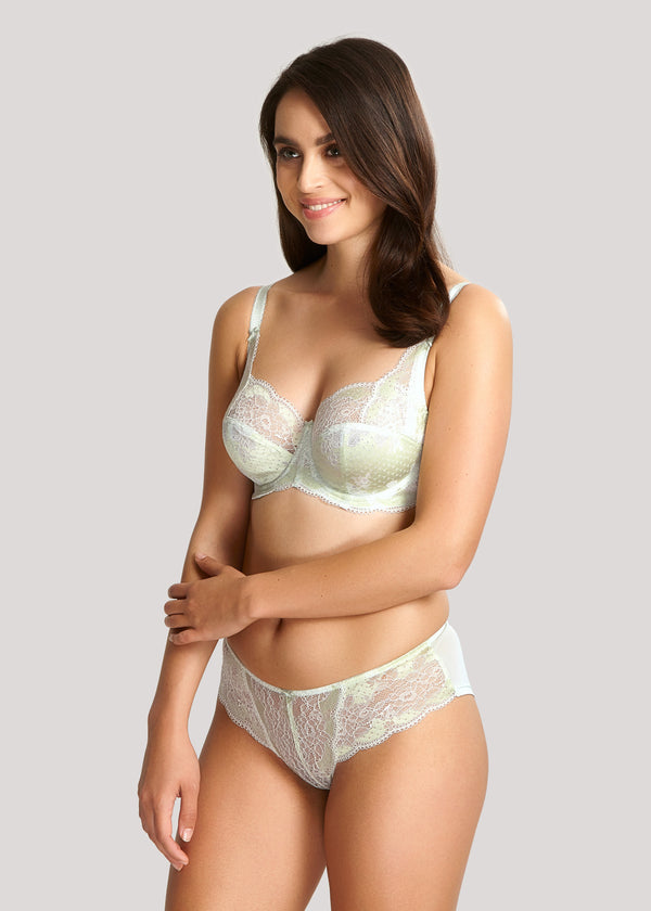 Model in Panache Clara Soft Sage setje voorzijde