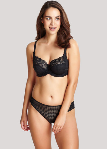 Model in Panache Envy Zwart setje