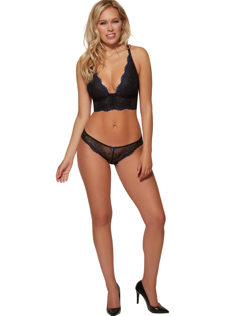 Model in Gossard Superboost Lace Broekje Black Electric Blue