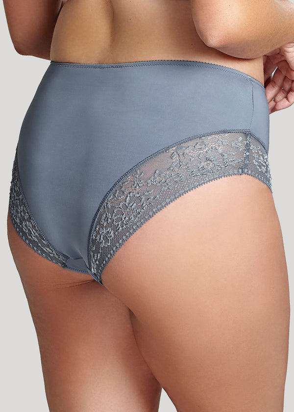 Model in Sculptresse Roxie High Waisted Brief Slate Blue Achterzijde