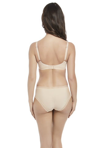 Model in Fantasie Fusion Broekje Sand