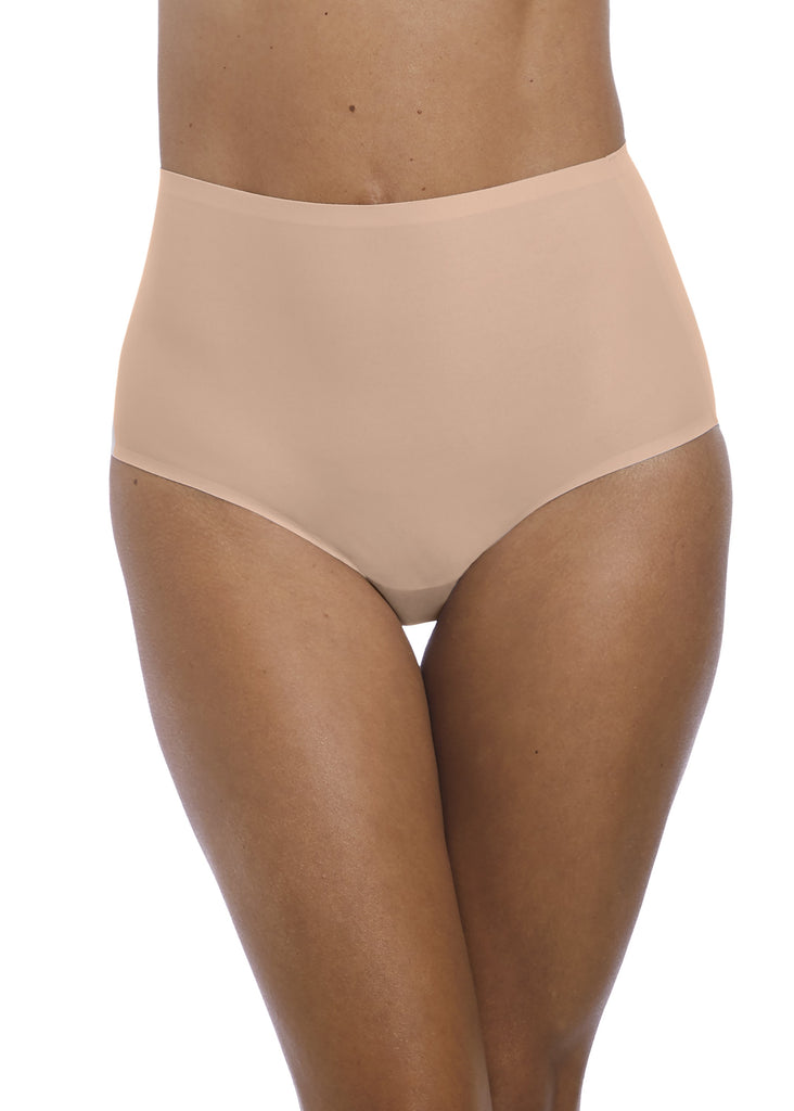 Model in Fantasie Smoothease High Waisted Broekje Beige Voor