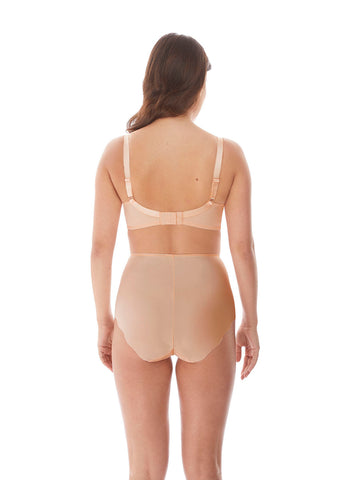 Model in Fantasie Ana Padded Balconette BH Blush