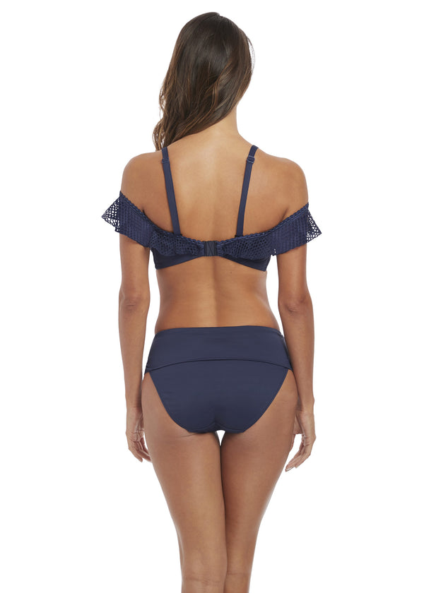 Model in Fantasie Marseille Fold Bikini Broekje Twilight