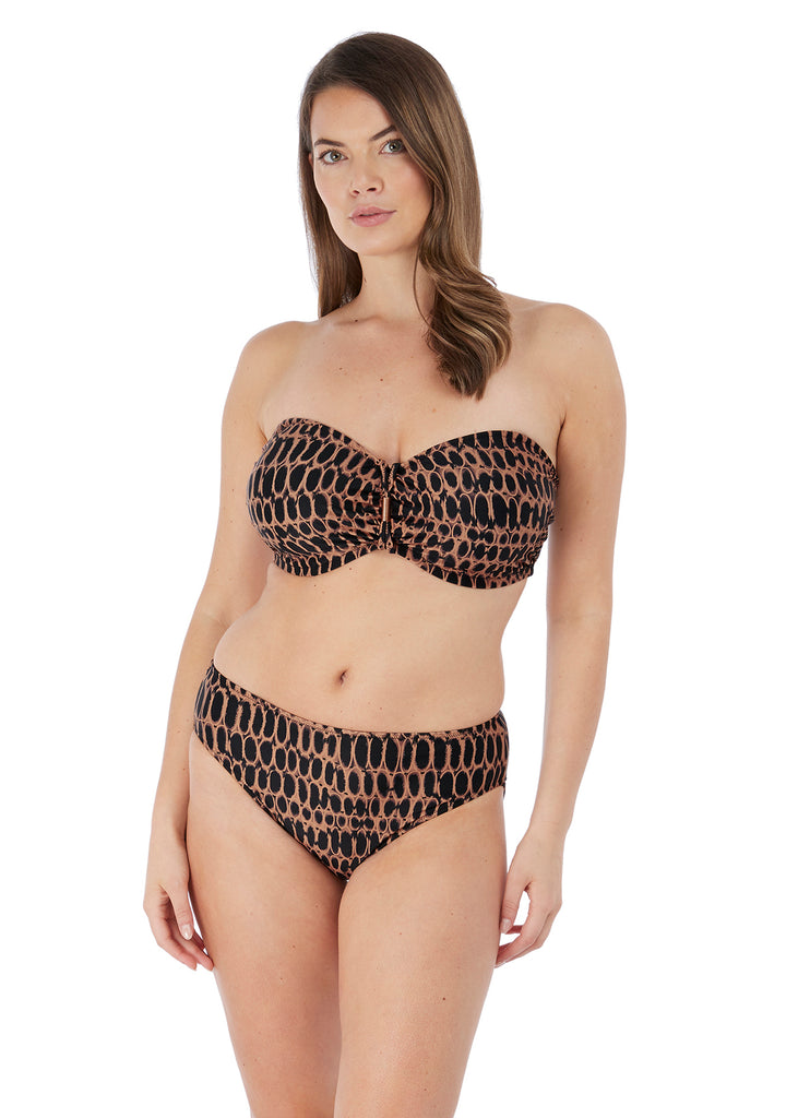 Model in Fantasie Kotu Copper set
