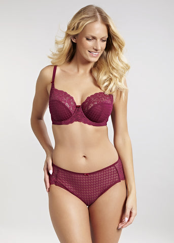 Model in Panache Envy Setje Rouge