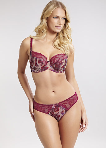 Model in Panache Jasmine Brazilian Broekje Autumn Floral