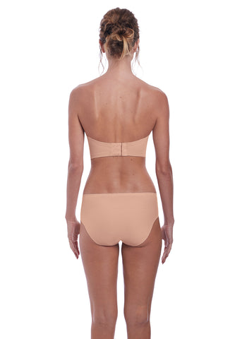 Model in fantasie aura strapless bh natural beige
