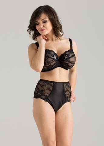 Model in Ewa Michalak Signature High Waisted Broekje Zwart