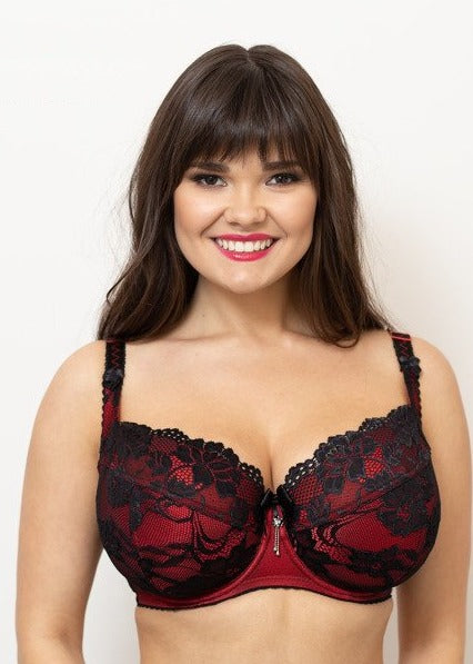 Model in Ewa Michalak BM Balconette BH Flamenco