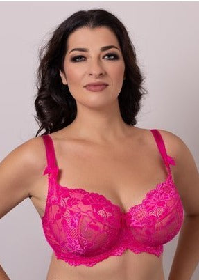 Model in Ewa Michalak BM Balconette BH Roze voorzijde