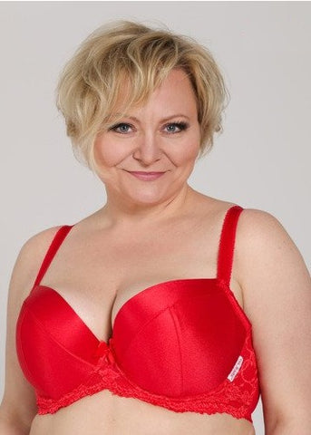 Model in Ewa Michalak Scarlet padded plunge bh rood