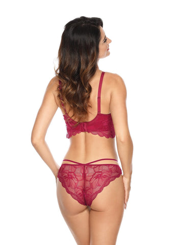 Model in Gorteks Padded Longline BH Bordeaux voorzijde