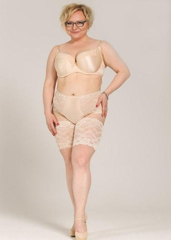 Model in Ewa Michalak Signature High Waisted Broekje Pearl