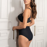 Model in Fantasie Smoothease High Waisted Broekje Zwart