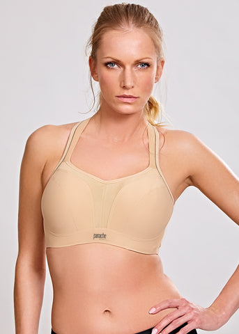 Model in Panache sport bh latte