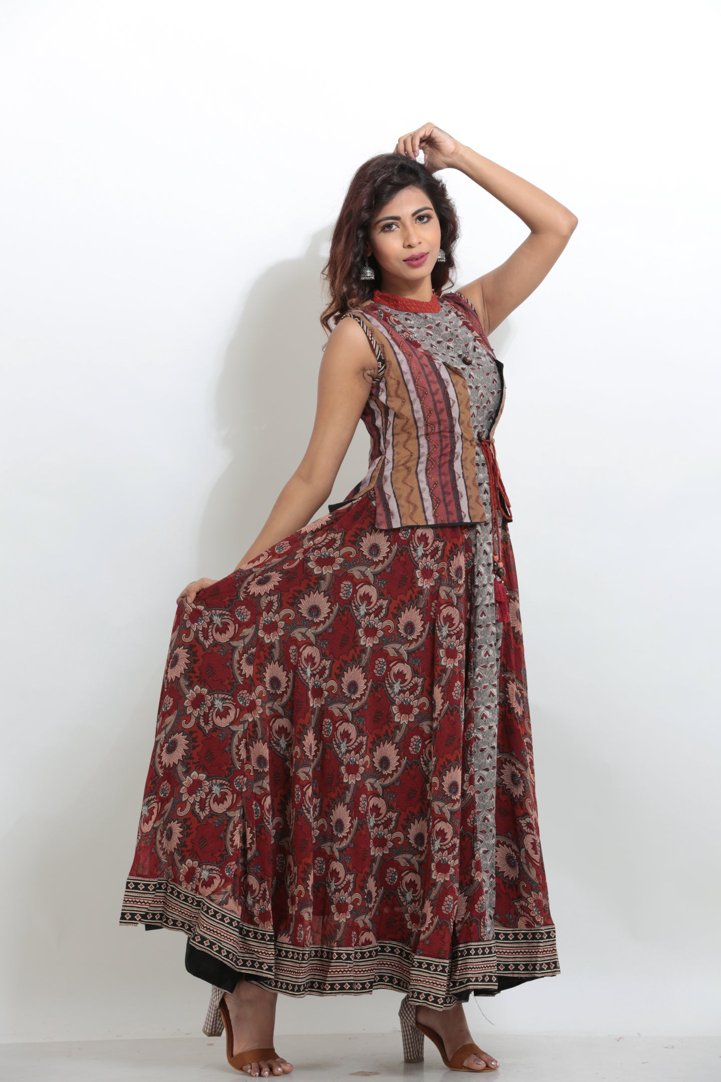 MULTICOLORED PRINTED SLEEVELESS LONG JACKET KURTI