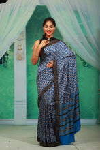 Load image into Gallery viewer, BLUE COLOUR PRINTED CREPE SILK SAREE WITH CONTRASTING MULTILAYERED BORDER
