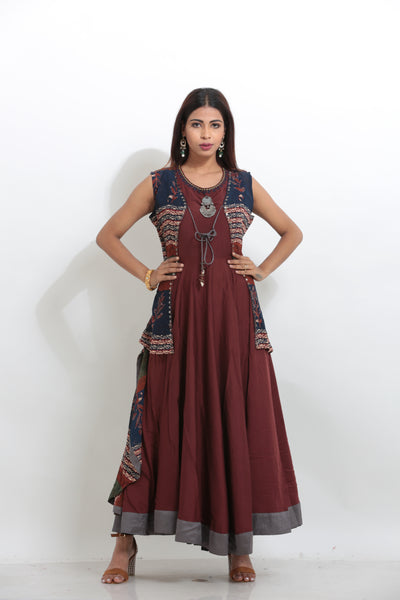 MAROON COLOUR SLEEVELESS ANARKALI KURTI WITH CONTRASTING MULTICOLORED CHIFFON JACKET