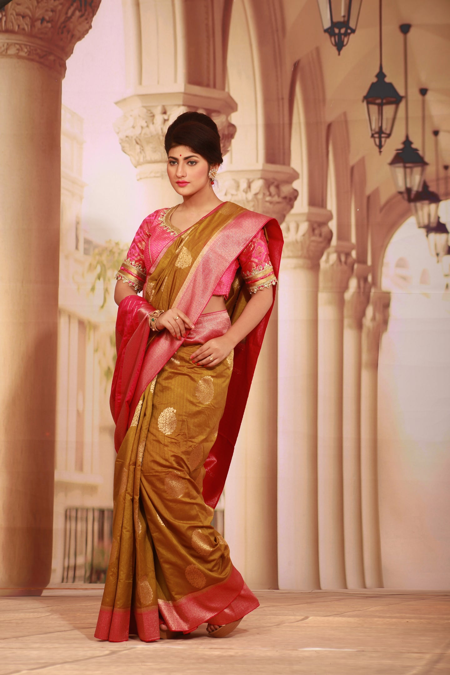 GOLDEN COLOUR GHICHA SILK SAREE WITH CONTRASTING ZARI WOVEN BORDER AND PALLU