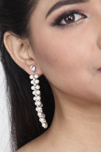 Load image into Gallery viewer, WHITE COLOUR STONE AND PEARL EARRING