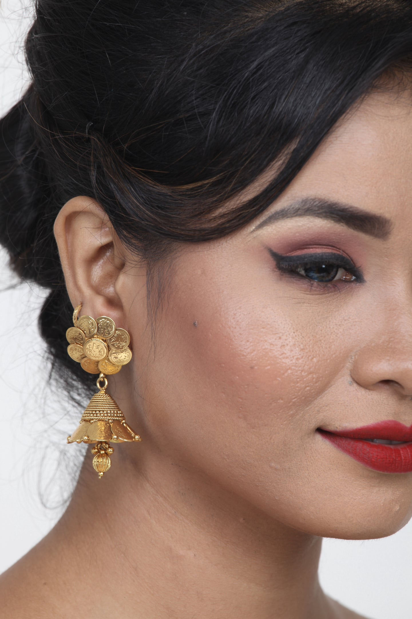 BEAUTIFUL GOLDEN COLOUR JHUMKA EARRINGS