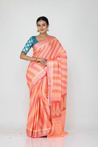 The lady is wearing a beautiful Khaddi saree