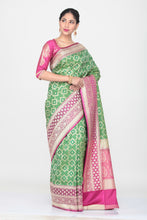 Load image into Gallery viewer, GREEN COLOUR OPRA KATAN SILK SAREE WITH CONTRASTING BORDER AND PALLU