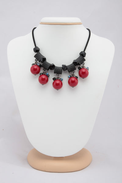 BLACK COLOUR NECKLACE WITH CONTRASTING RED BEADS