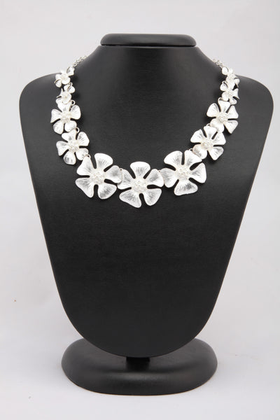 SILVER COLOUR METAL FLORAL NECKLACE