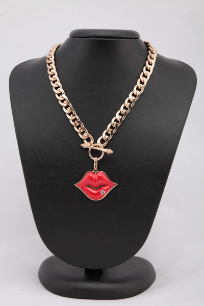 METAL BRAIDED NECKLACE WITH LIP PENDANT