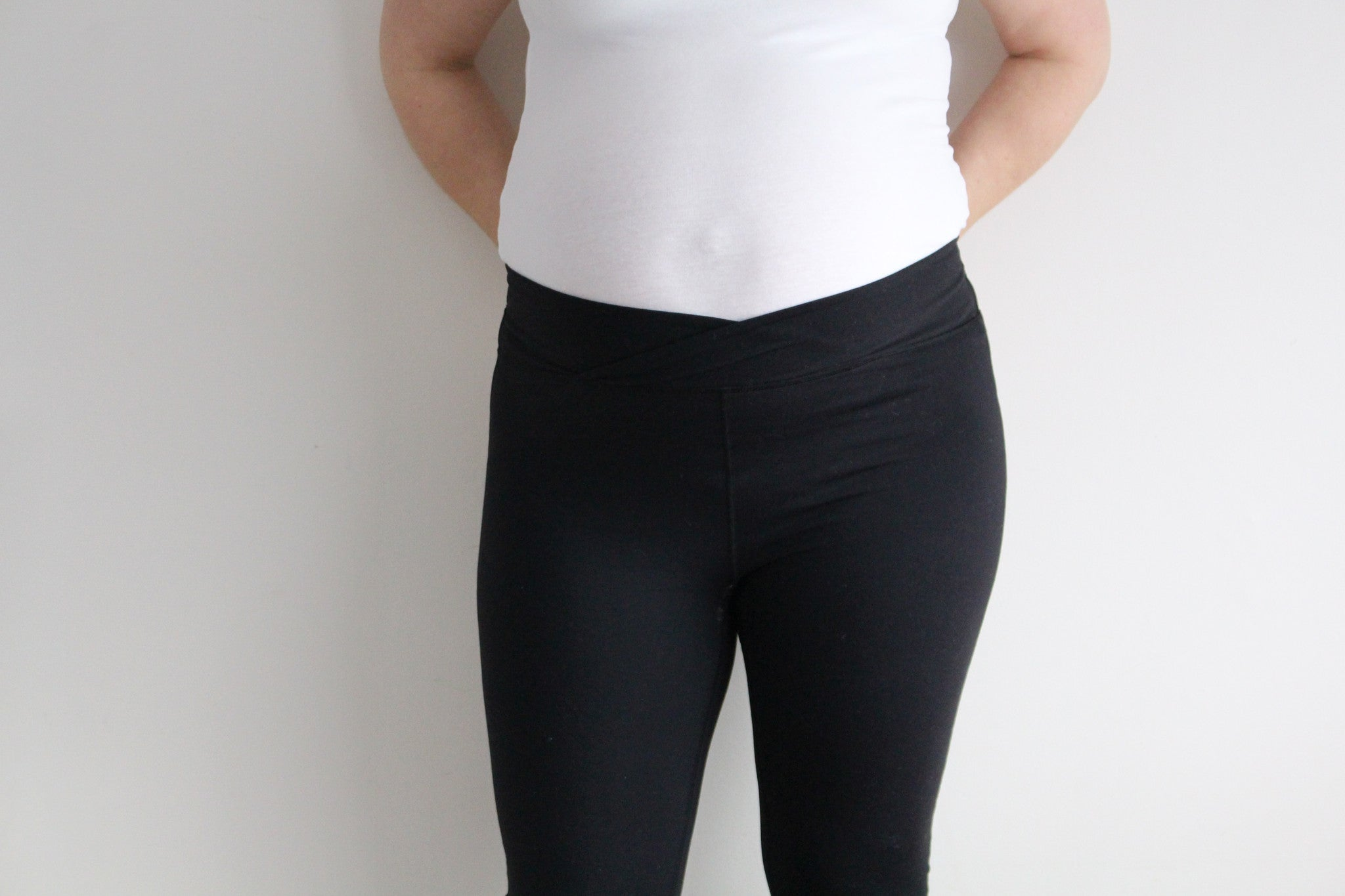 high waisted activewear legging postpartum pregnancy over the belly pregnant flatly style fashion fitness over the bump baby belly maternity style
