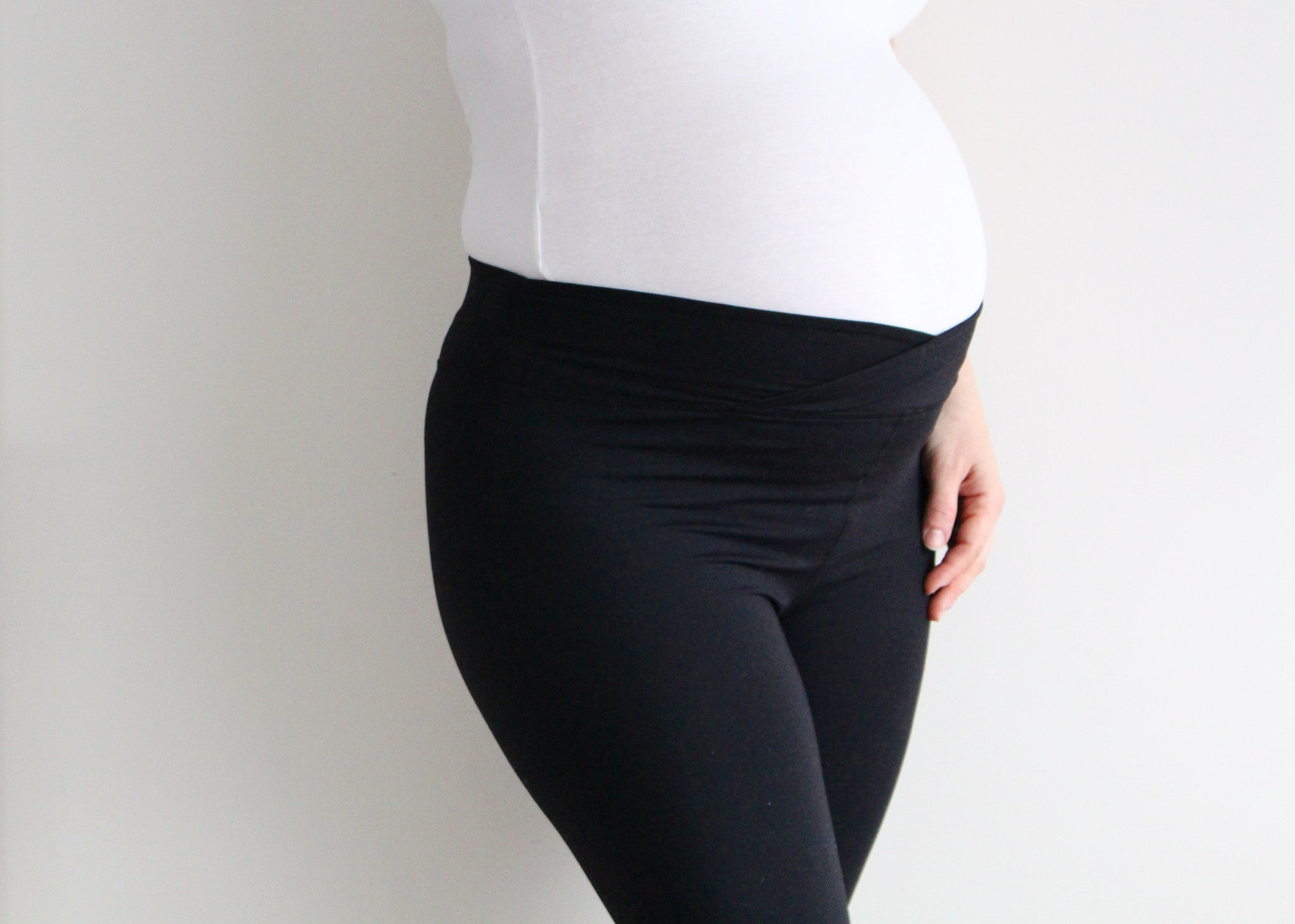 high waisted activewear legging postpartum pregnancy over the belly
