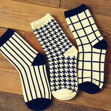 1 Pair Caramella Cotton Women Crew Socks of Houndstooth Plaid Striped pattern, harajuku kawaii cute casual brand  white black
