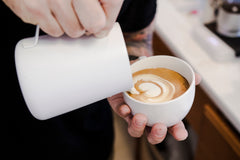 How to pour two or more coffee's with even foam distribution