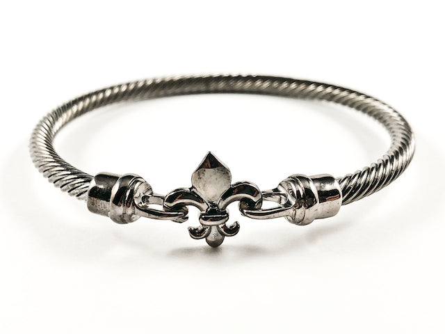 Nice Wire Texture Band With Center Fleur De Lis Charm With Hook Clasp Black Rhodium Tone Brass Bangle