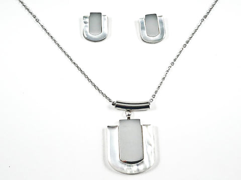 Unique Center Shiny Metallic Piece With Mother Of Pearl Frame Silver Tone Earring Necklace Steel Set