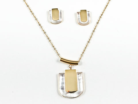 Unique Center Shiny Metallic Piece With Mother Of Pearl Frame Gold Tone Earring Necklace Steel Set