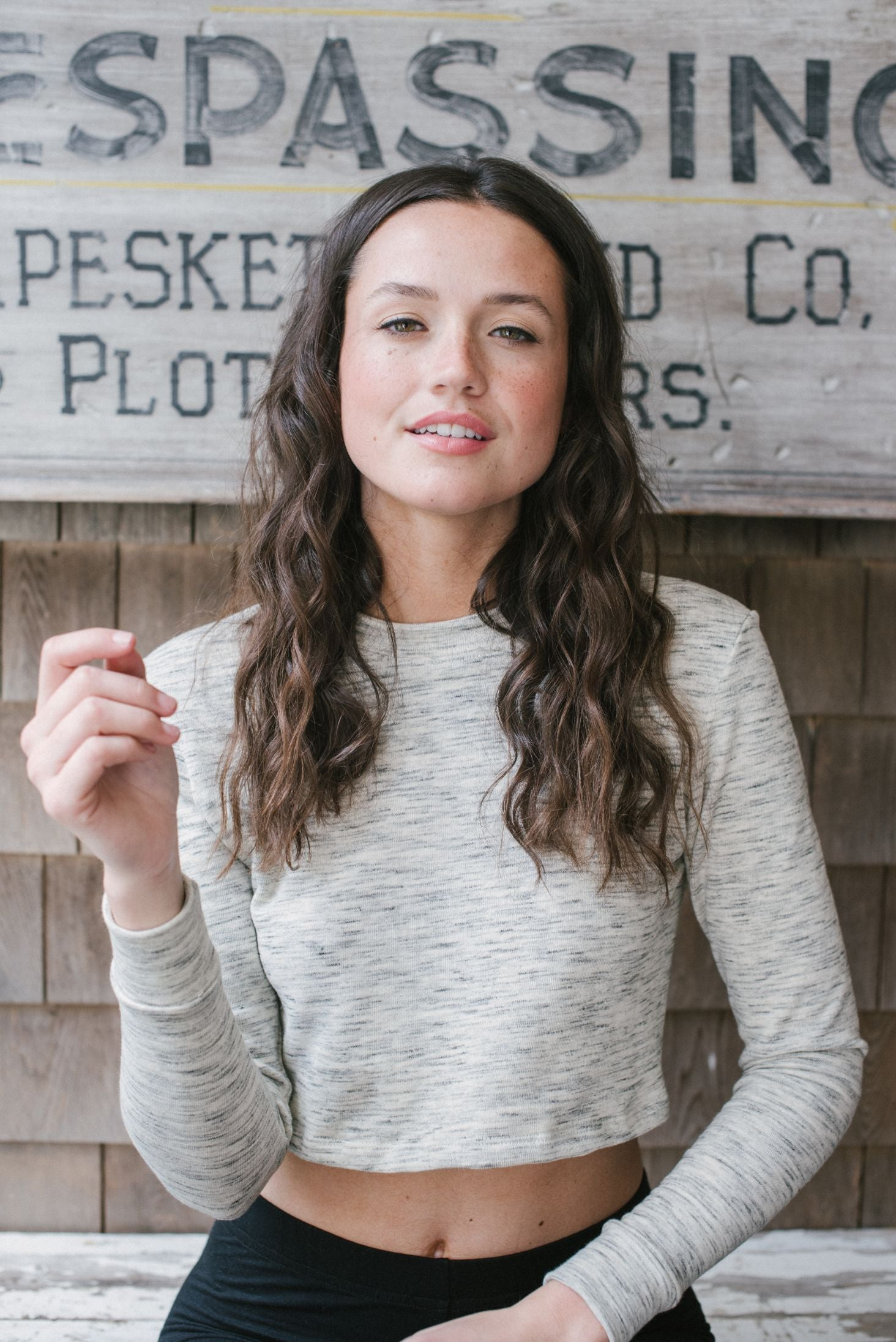 cropped-sweatshirt-sustainable-heathered-light-gray-good-apparel