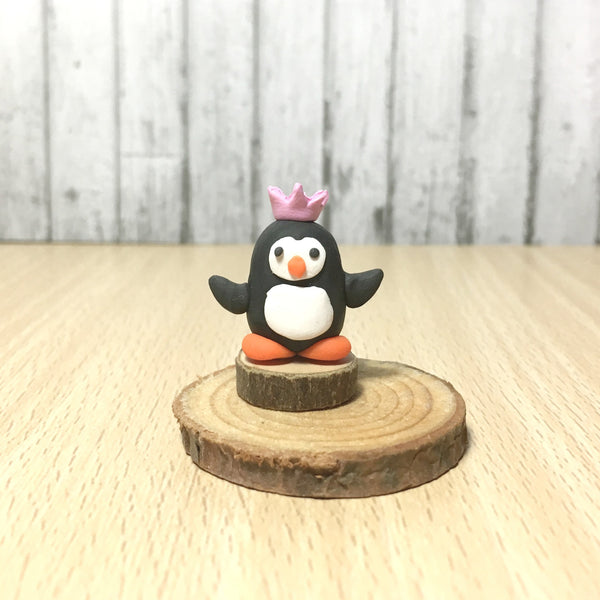 Modern Miniature Dollhouse Decor Dolls House Miniatures Handmade Tiny Curio Cabinet Little World Scene Penguin