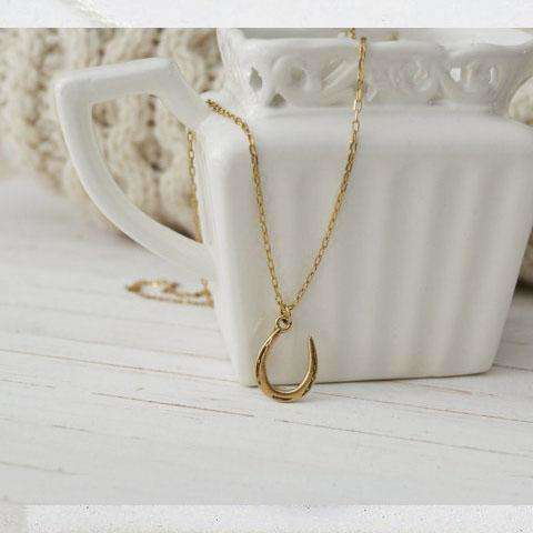 Preppy Dainty Charm Necklace - Gold Horseshoe