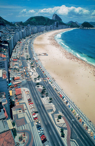 Avenida Atlântica, one of Marx's most celebrated projects designed in 1970 for the Copacabana shoreline in Rio de Janiero. Burle Marx Landscape Design Studio, Rio de Janiero.