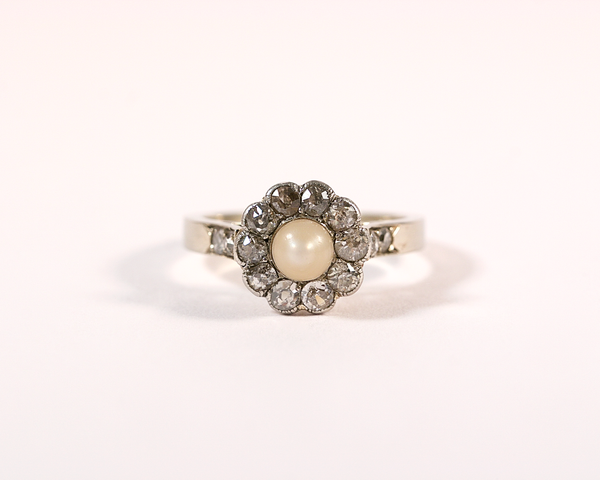 Bague marguerite or, platine, diamant et perle